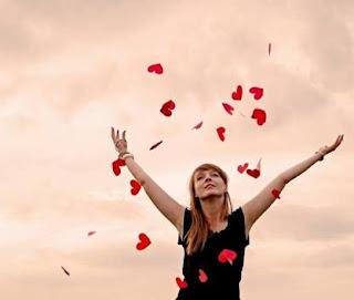bahkan mungkin Anda dapat saja tidak menyadari bahwa Anda sedang jatuh cinta pada seseoran Tanda Kalau Anda Sedang Jatuh Cinta
