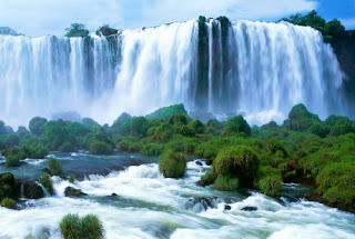 Close Shot of Huangguoshu Waterfall, visiting it in your China tour by China travel agency.