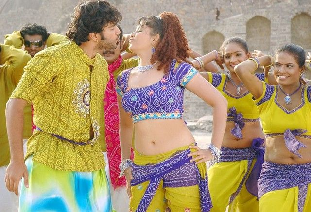 http://2.bp.blogspot.com/-ULLJBHpdCfk/TZHJVQmnxII/AAAAAAAAUH4/2hIJHYTjz7U/s1600/Maharaja-Movie-Stills-Wallpapers-1.jpg