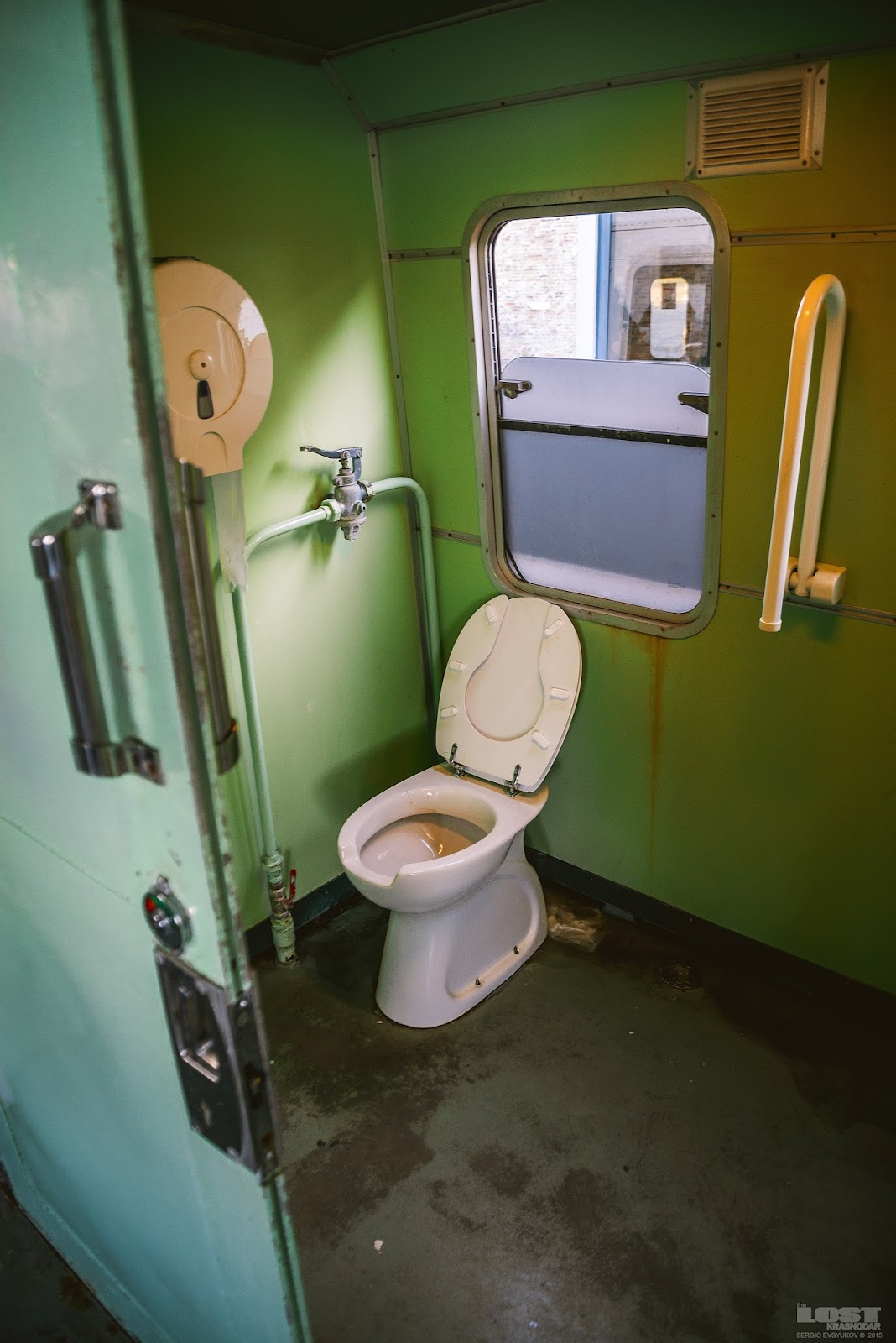 poezd-tualet-pisayut