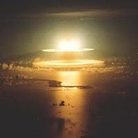 foto explosión de bomba de hidrógeno