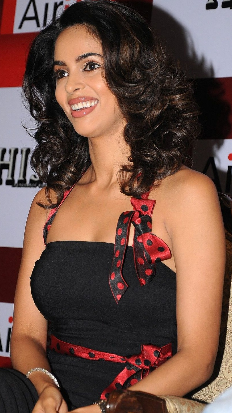 Latest Hot Adorable Hot Photos of Mallika Sherawat Hot