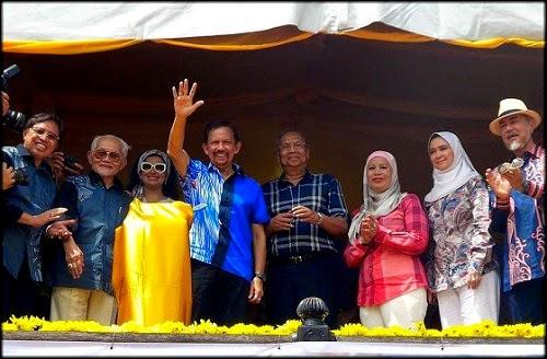 Perlumbaan Perahu Naga Antarabangsa Regatta Sarawak 2014