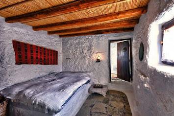 Μυρτώ Μπότσαρη  Διεύθυνση : Μακρυγιαλος - Ιεράπετρα Κρήτη