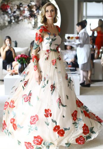 vestido de festa longo em tule de seda e bordado Martha Medeiros