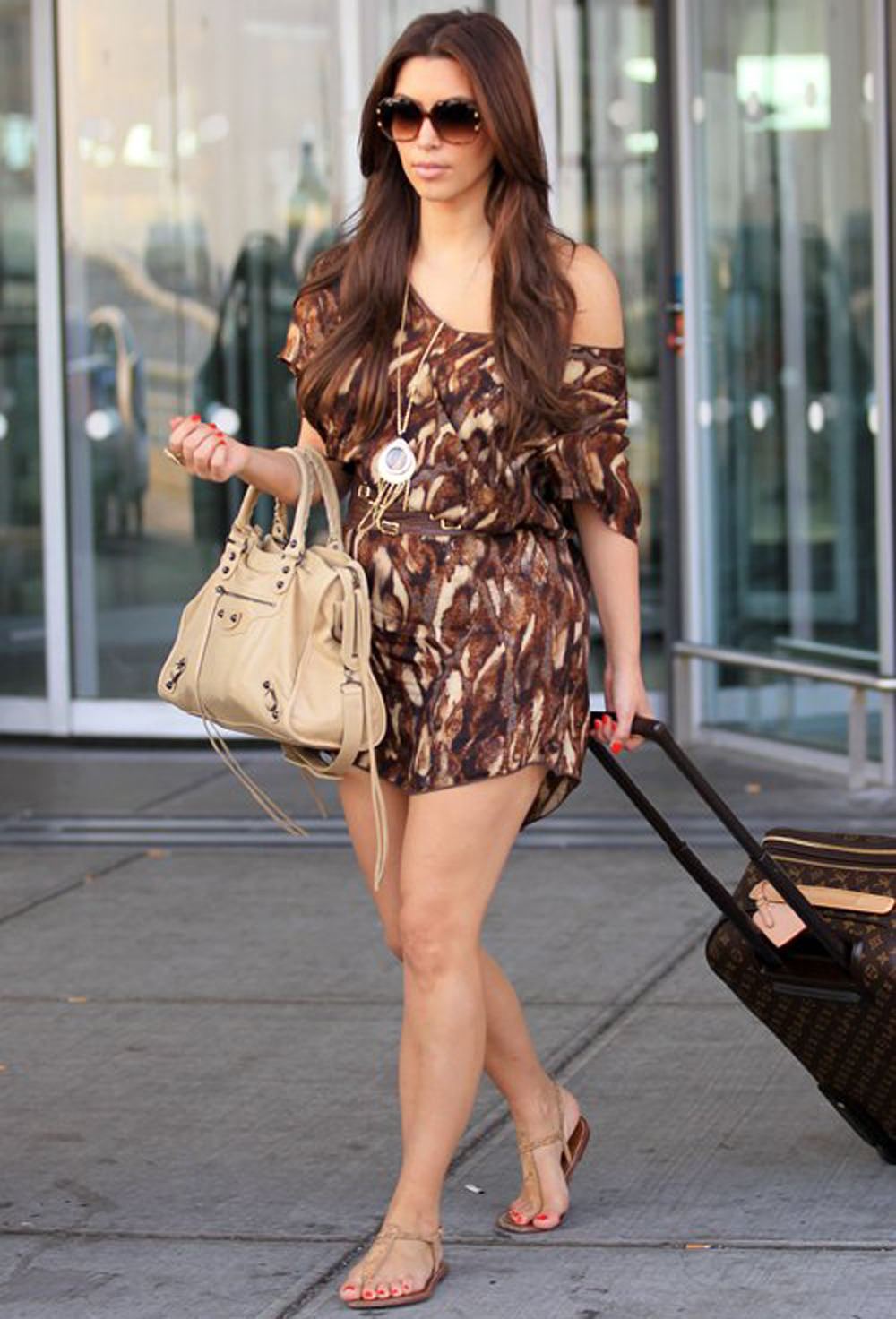 Kim Kardashian Long Wavy Hairstyles 04