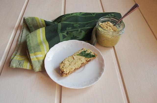 Pyszna pasta słonecznikowa na kanapki w dwóch wersjach