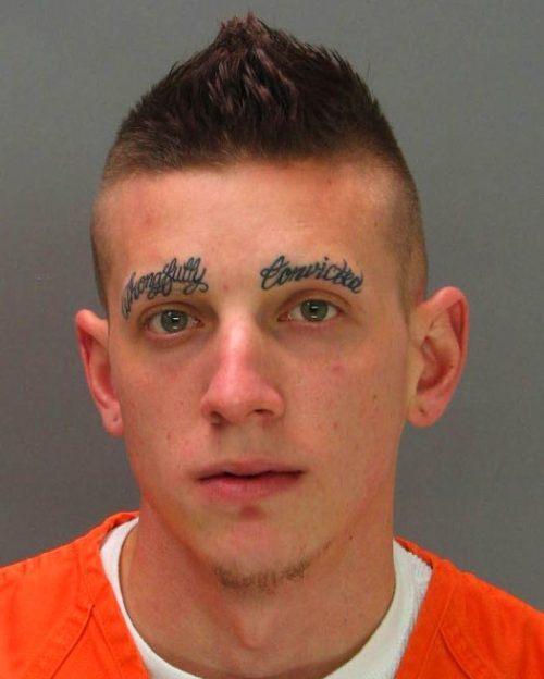 Tatuaje en las cejas