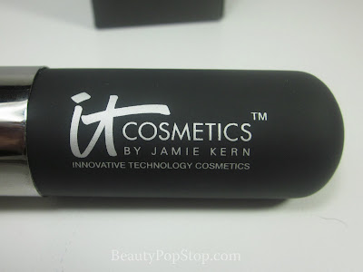It Cosmetics Heavly Luxe Powder Brush Review