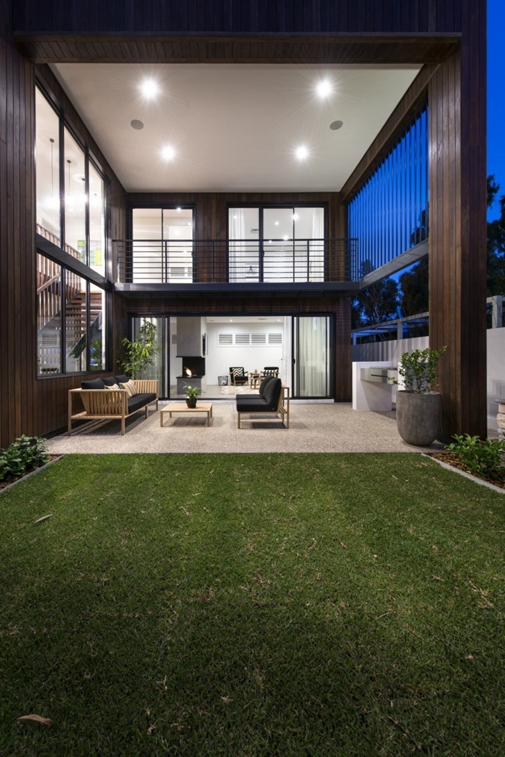 Backyard facade and terarce of The Warehaus by Residential Attitudes