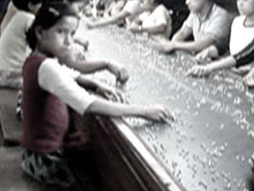 子供労働者が平気で夜遅くまで働かされていた