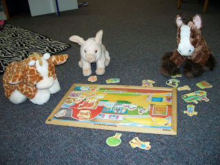 animals playing with puzzle