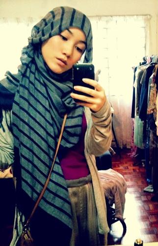 Tri Rizki Amalia Cotton Shawl Make Hijabers Stylish