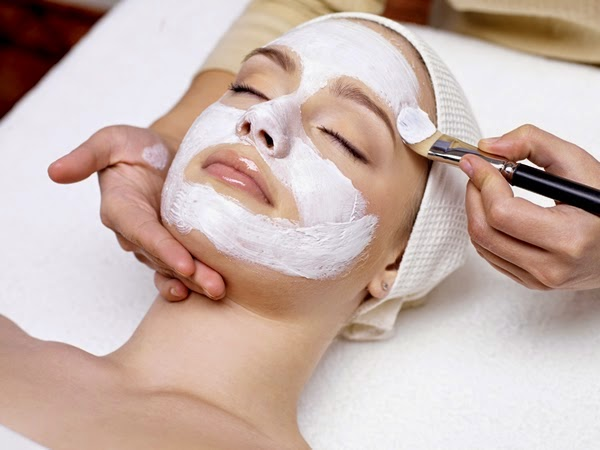 Pür Spa Facial being applied to a very relaxed woman