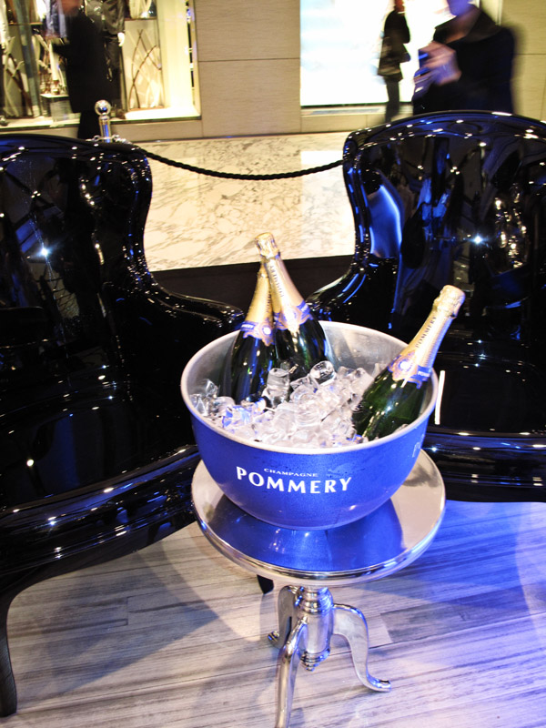 ommery Champagne Cube Westfield Sydney, Champagne in the Pommery ice bucket, yumm!