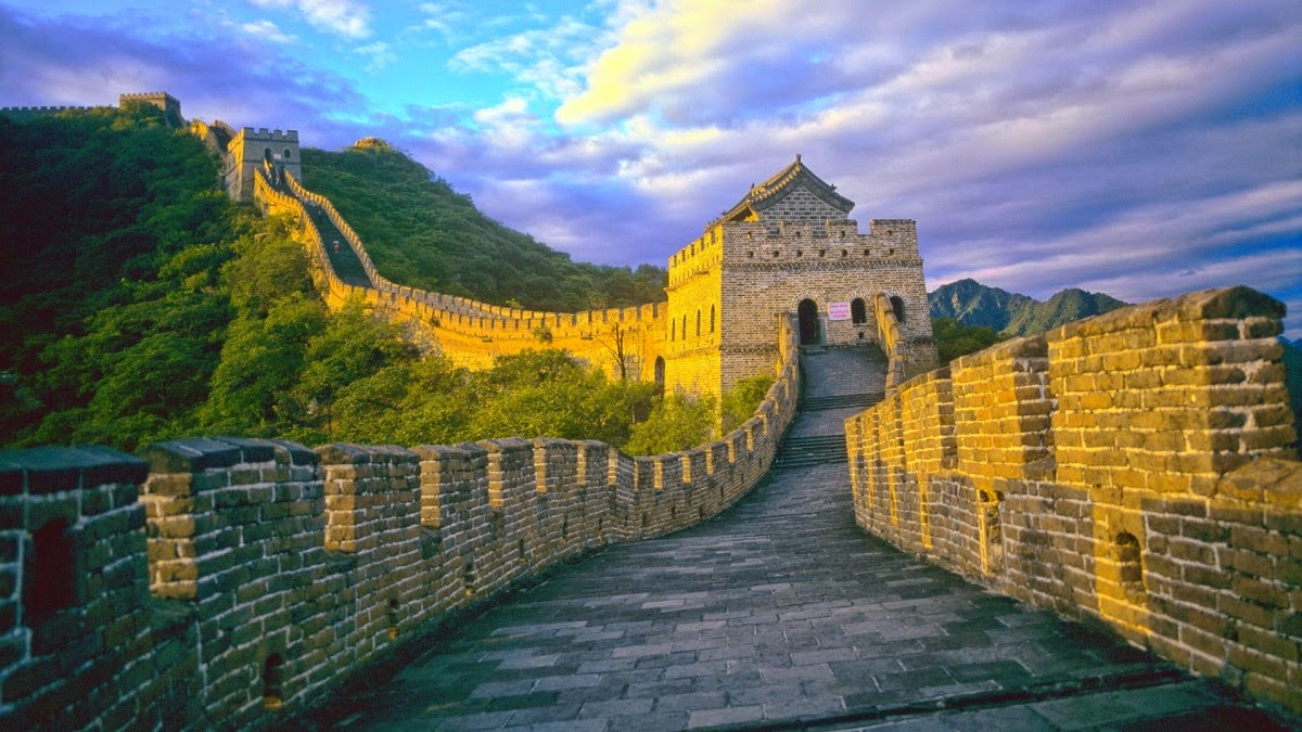 Berkunjung ke Tembok Besar Bersejarah Dari Tiongkok - Alam ...