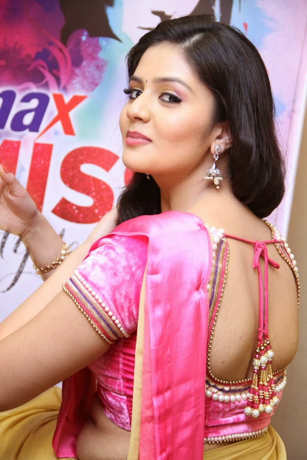 Indian Hot Actress: Telugu tv anchor sri mukhi sexy in ...