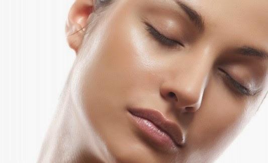 Tips Mengatasi Wajah Berminyak Berlebih