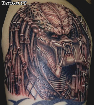 a Tatoo predator no ombro