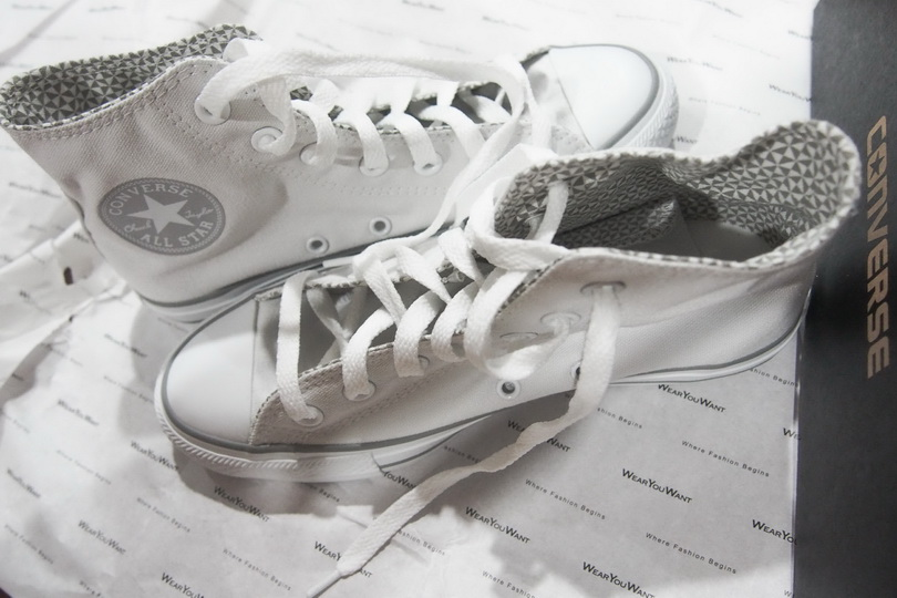 http://www.wearyouwant.com/p-49985.3383-ALL-STAR-CHAMPION-HI-WHITE.html