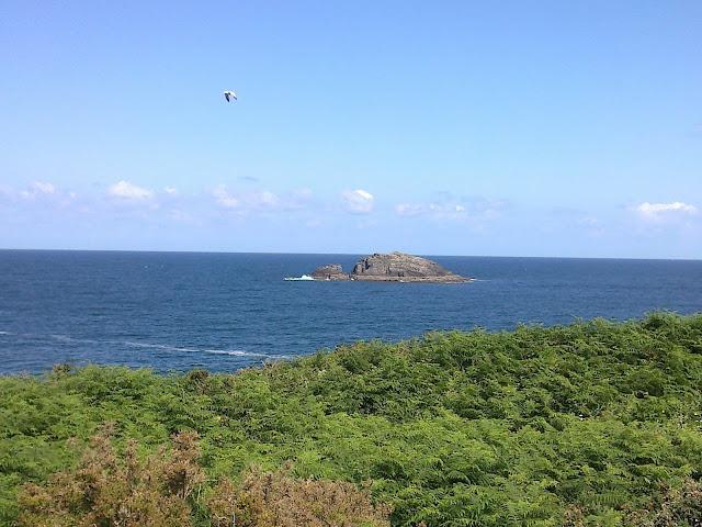Isla de A Marola en la costa de Oleiros