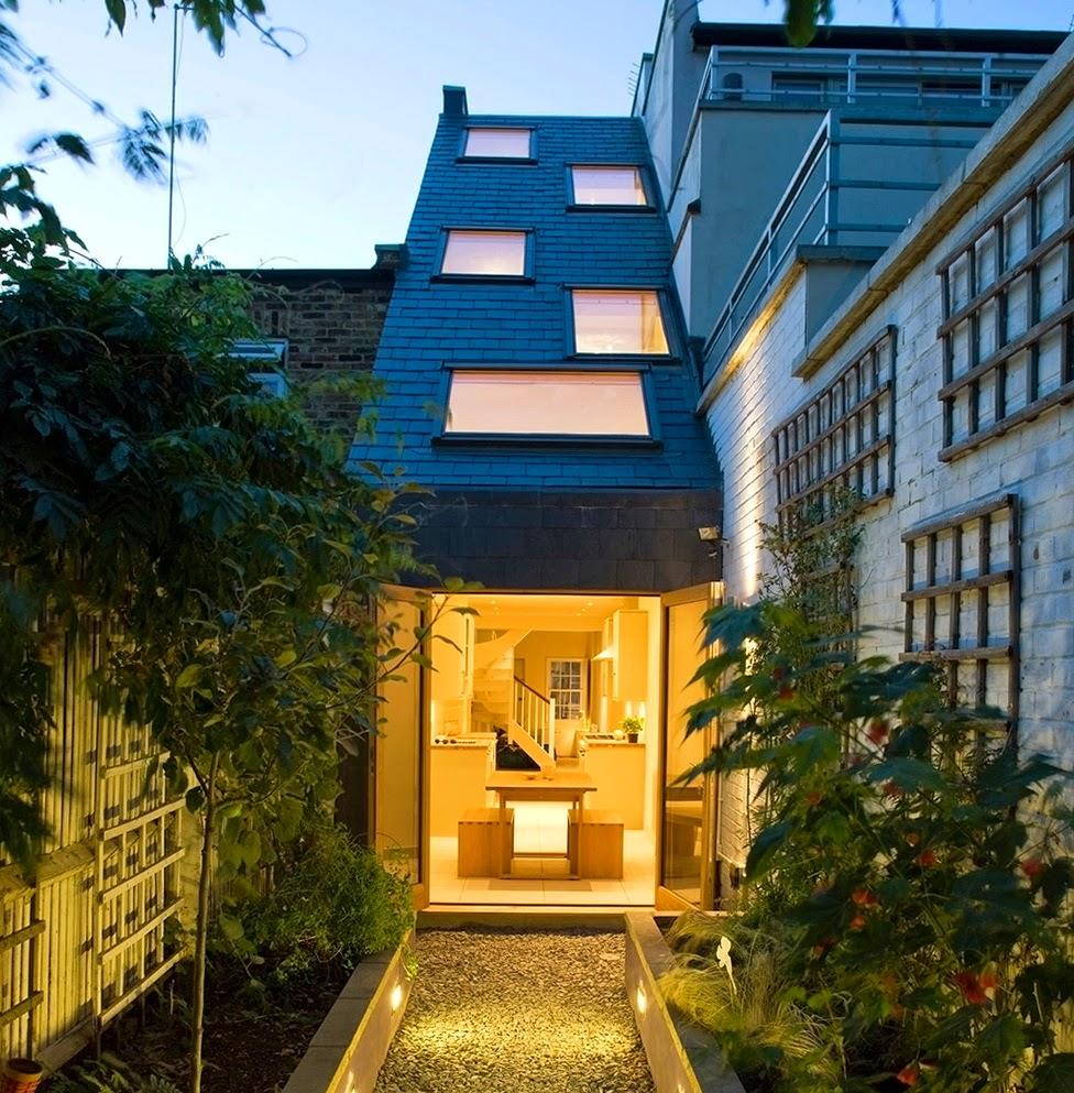 ruang-ruang-lapang-desain-bangunan-rumah-mungil-dengan-lebar-2-meter-04