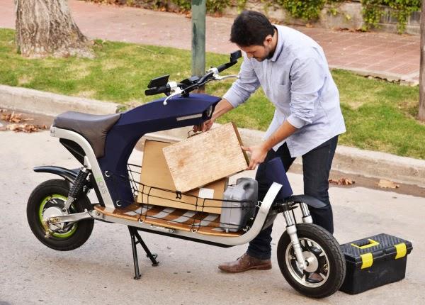 Diseñan una moto eléctrica y horrible y le dan varios premios ...