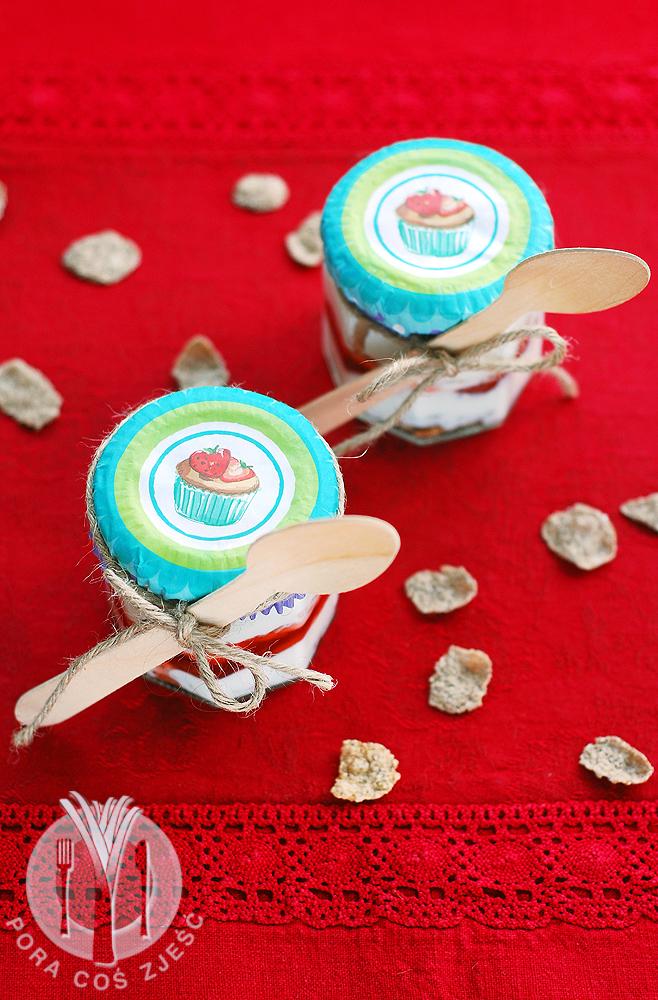 Deser z jogurtu i truskawek