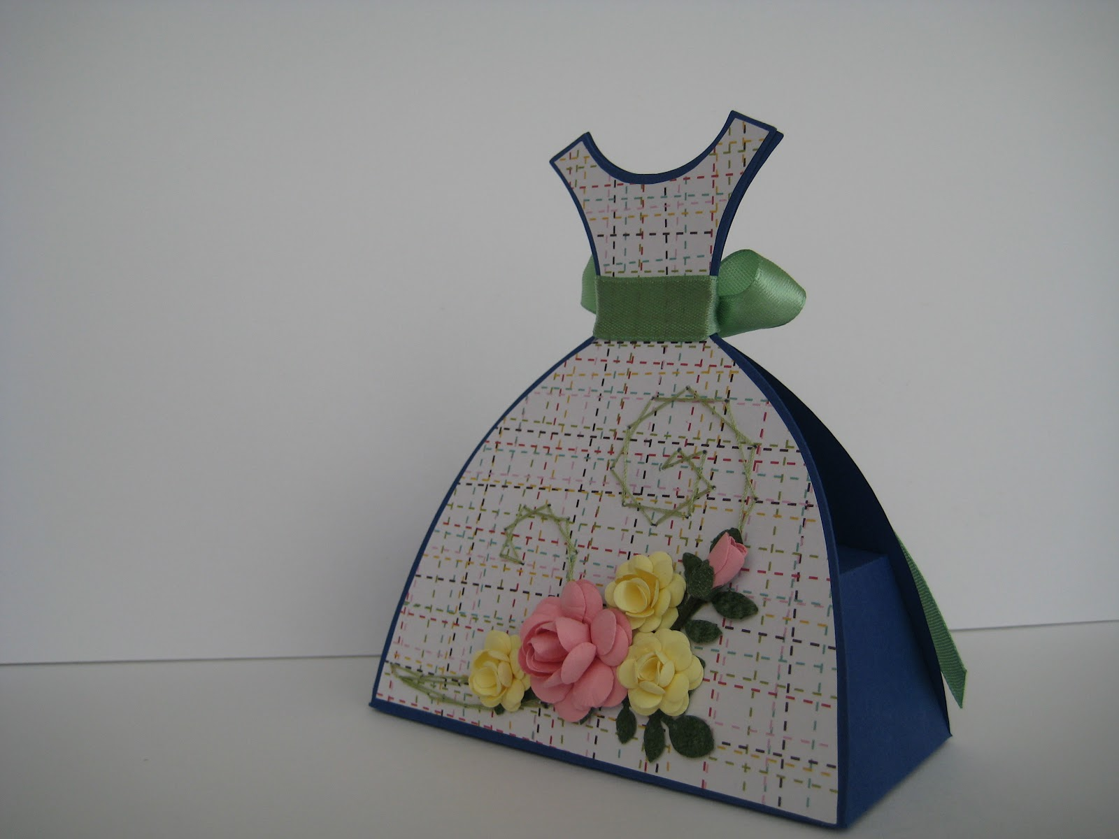 Открытка своими руками на день рождения в виде платья 24