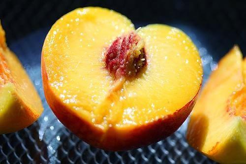 Masker wajah buah persik dan madu