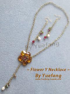 Flower_Y_necklace_with_Swarovski_8115_as_petals