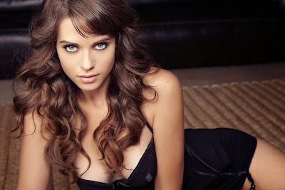 Lyndsy-Fonseca-Alex-Nikita-Sexy-2013