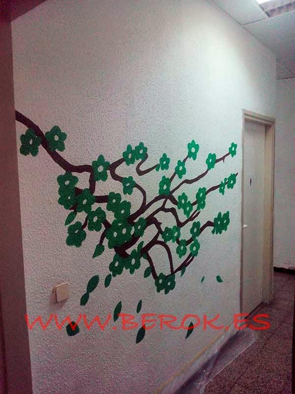 Mural pintado sobre pared estucada
