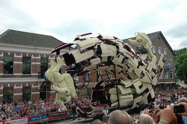 IMAGE(http://2.bp.blogspot.com/-UQBGSbihkjM/UO_fR3V7jPI/AAAAAAAABGg/_EM9umF3f3c/s1600/Astronauten-buurtschap-winner-corso-2011.jpg)