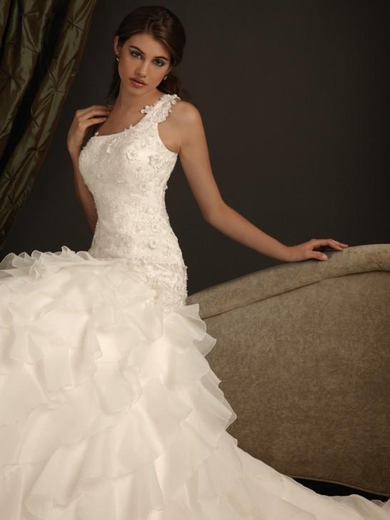 Ein-Schulter Brautkleider