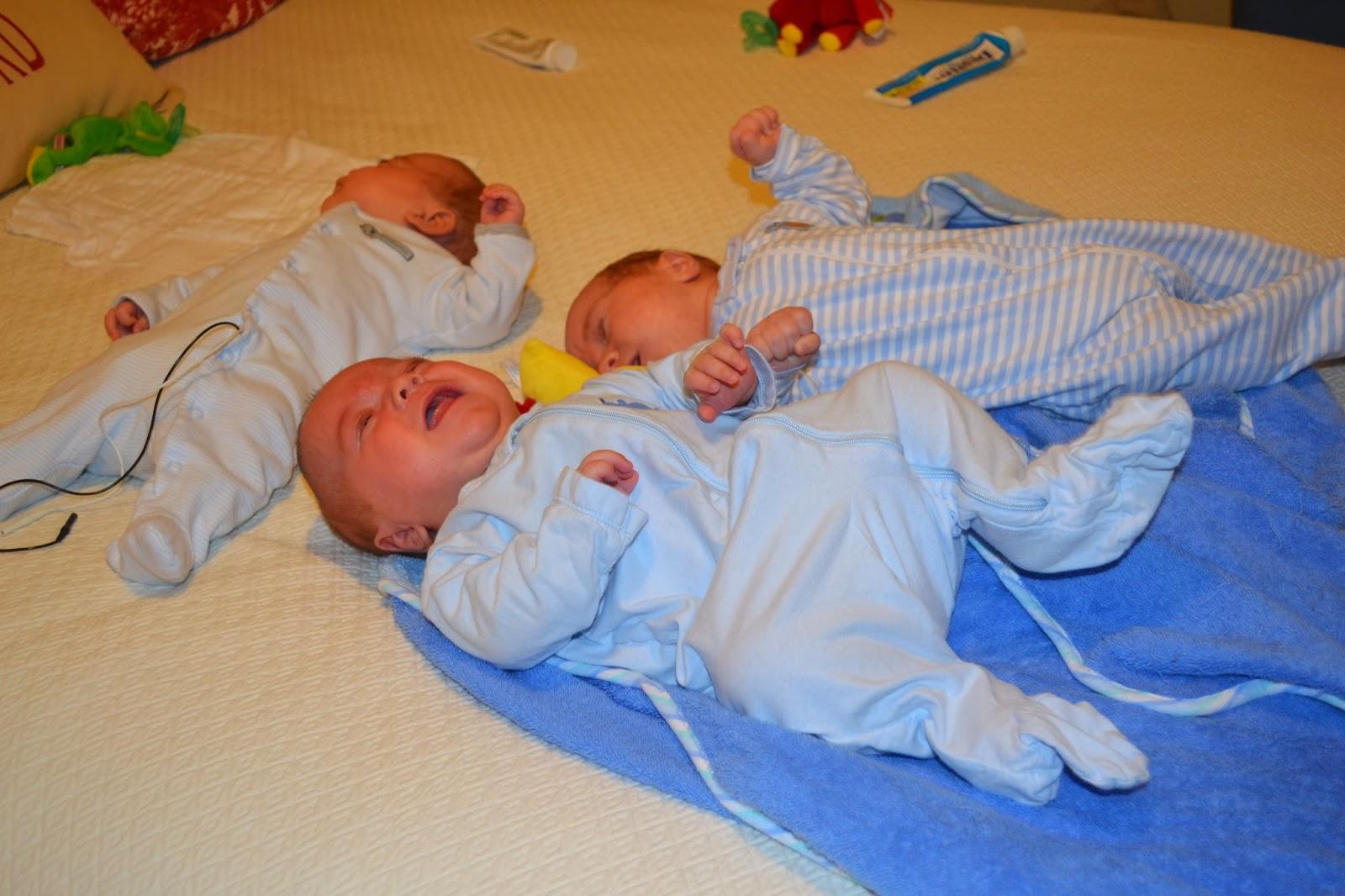 Three Peerys in a Pod: Triplet bathtime