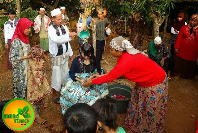 FOTO : Siraman kehamilan tujuh bulan di Pagaden Barat, Subang, Jawa Barat