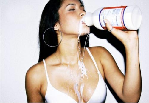 Agar Tetap Bugar Saat Puasa, Banyaklah Minum