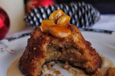 Receta de Bizcocho cremoso de turrón con almendras caramelizadas