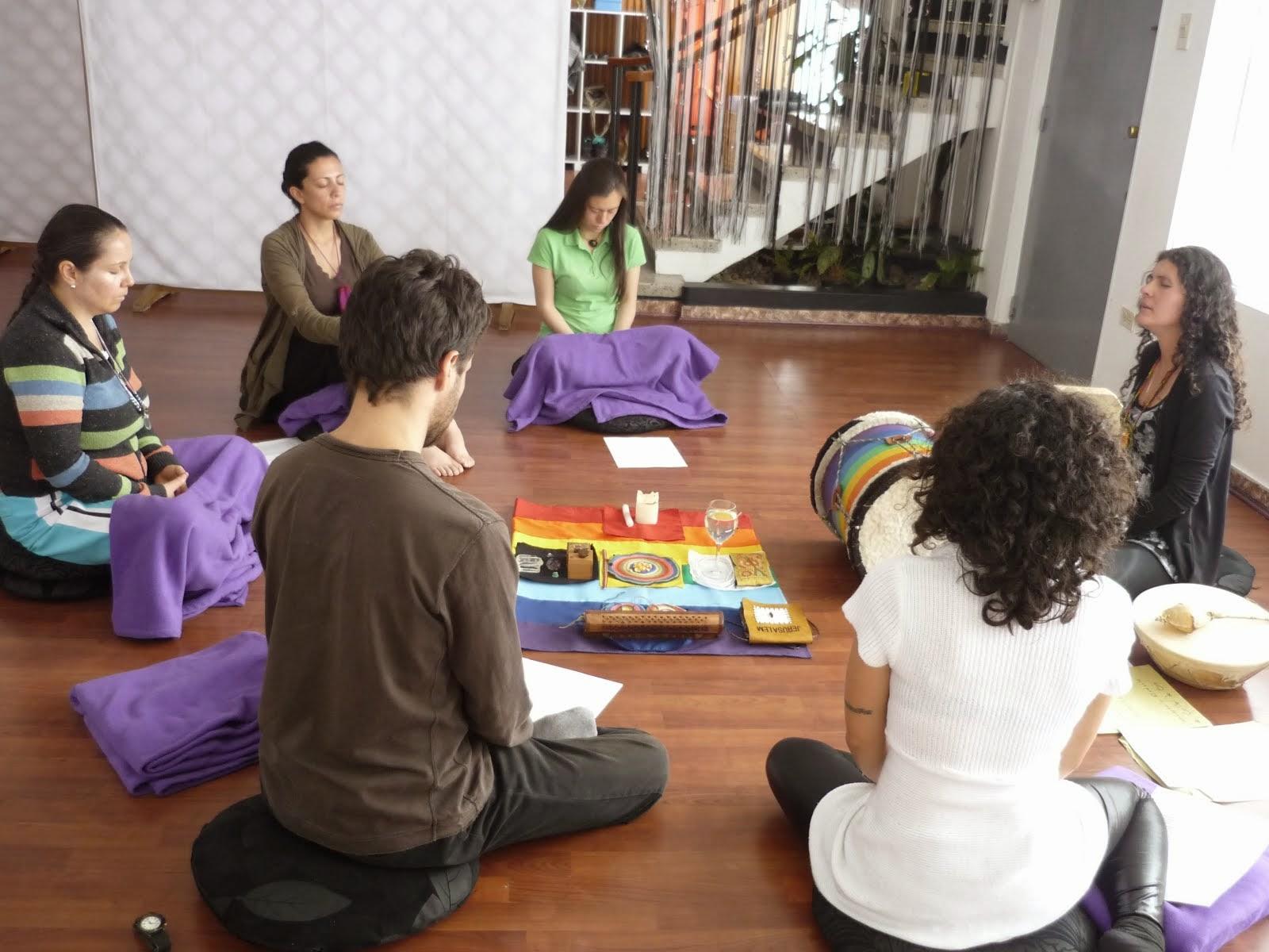 Cantos de Colibrí de Oro en Happy Yoga