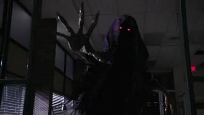 Escena del episodio 2x01 de la serie Érase una vez donde aparece un espectro.