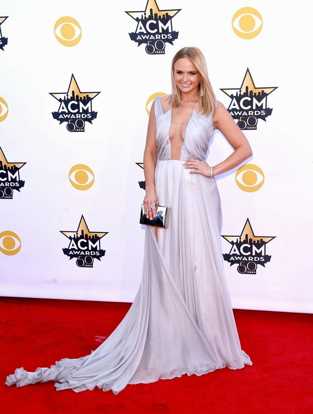 Miranda Lambert flashes cleavage at the 2015 ACM Awards