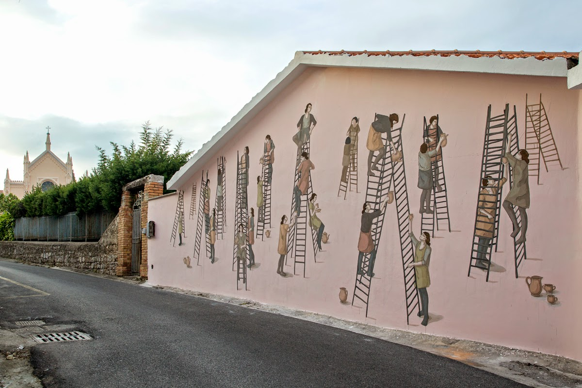 Hyuro is once again back in Italy for the Memorie Urbane Street Art Festival where she just finished working on this new piece in Gaeta.