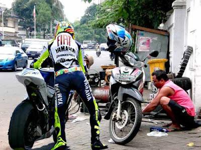 Aksi Kocak Valentino Rossi Di Indonesia