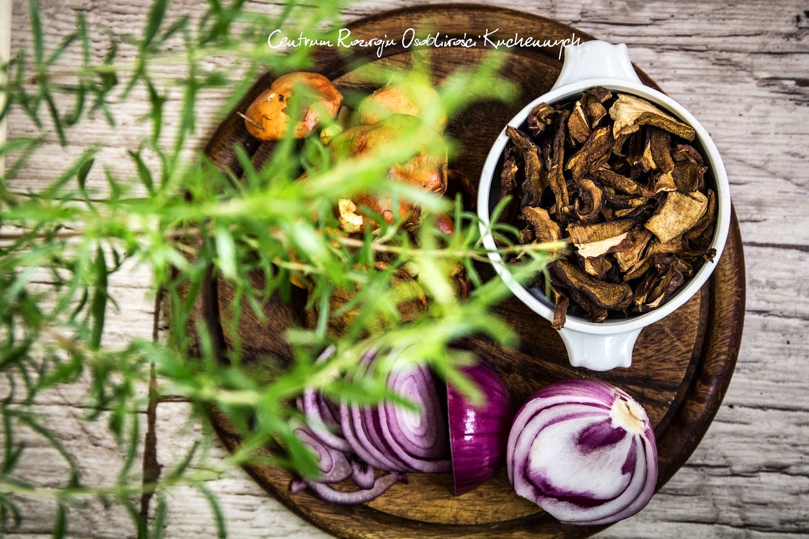 Rozmarynowy sos z suszonych grzybów i maślaków