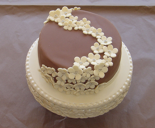 Design For Small Cake : Wedding Cakes on Pinterest Chocolate Wedding Cakes ...
