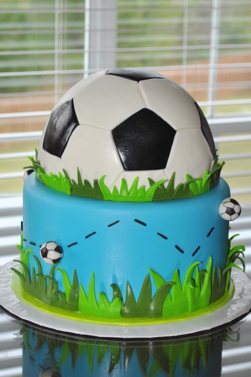 Images Of Soccer Cake : Hope s Sweet Cakes: Have a Ball...Soccer That Is!