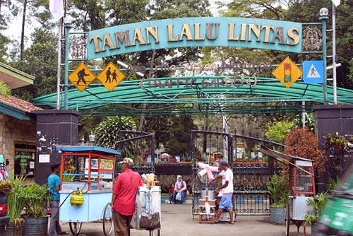 Tempat Wisata Taman Ade Irma Suryani Bandun