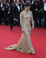 Eva Longoria glamorous in a gold gown