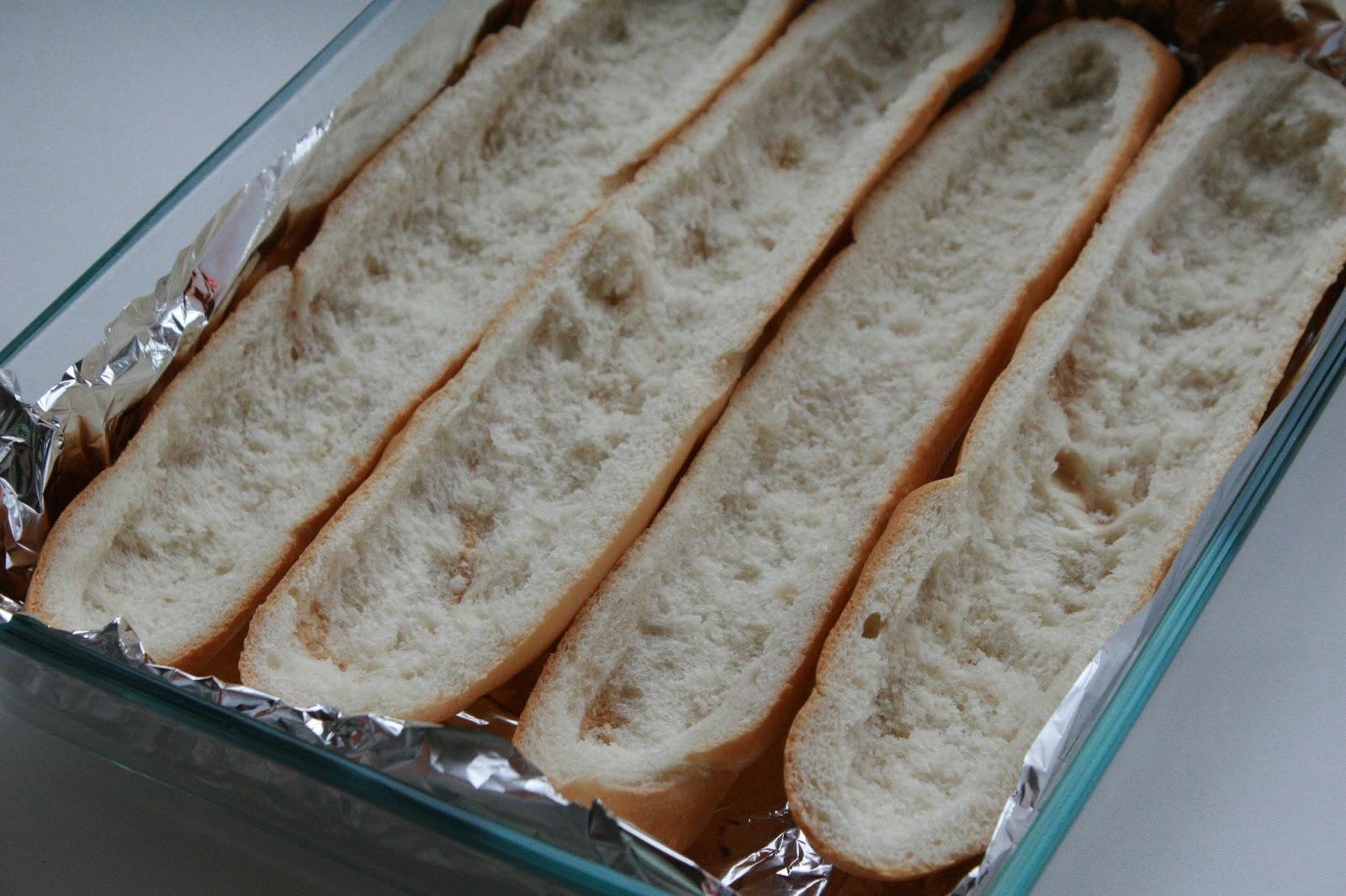 Запеченный багет с начинкой в духовке рецепт
